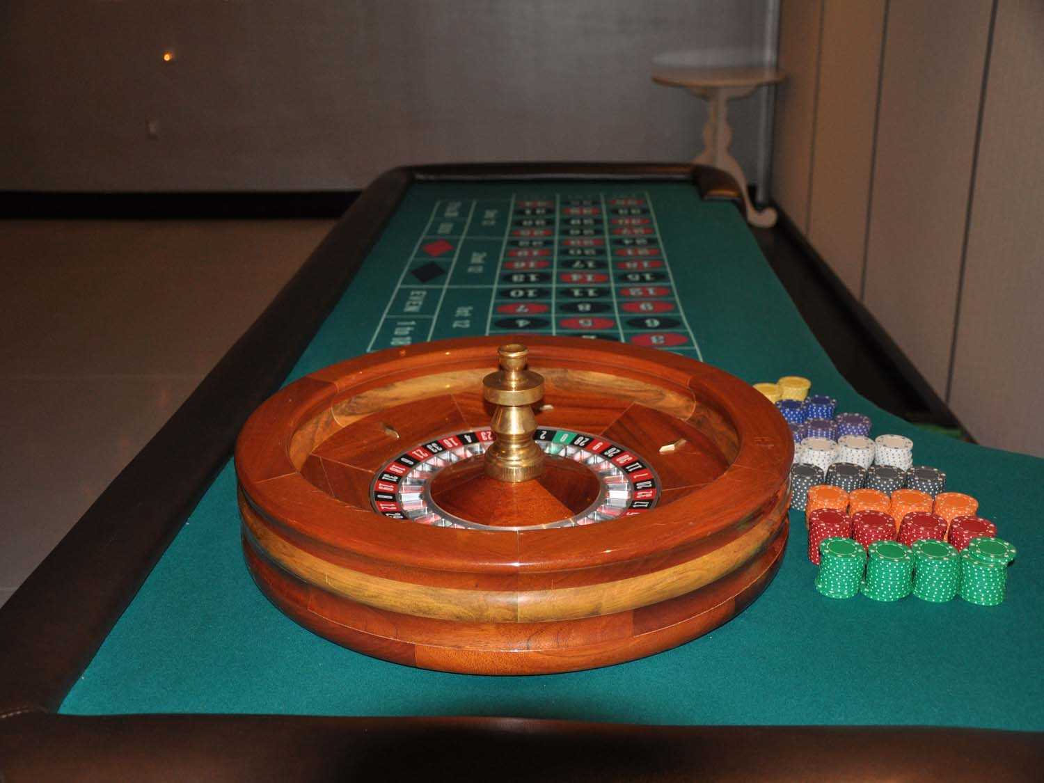 Roulette table black or red